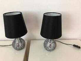 2 bedside table lamps