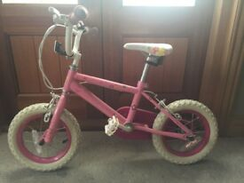 Girls bike - age 3-5 - immaculate condition includes stabilisers