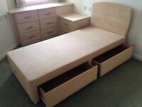 Single bed with storage drawers in immaculate condition, with bed head.