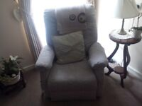 Two electric recliner chairs, good condition and working order