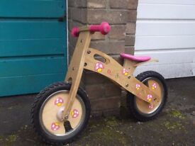 Girls' balance bike