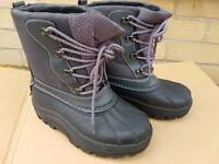 Ladies Hiking boots size4