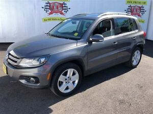 2015 Volkswagen Tiguan Comfortline, Leather, Panoramic Sunroof,