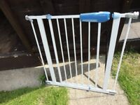 lindam stair gate with fittings ready to use