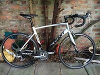 GIANT DEFY Racing bike / Roadbike (frame 55.5cm), barely used.