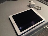 Apple iPad Air 2 Silver 64GB WIFI + CELLULAR & official Apple Smart case in Midnight Blue