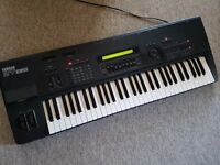 Yamaha SY85 with working disc drive