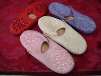 LADIES LEATHER DECORATED MULE SLIPPERS