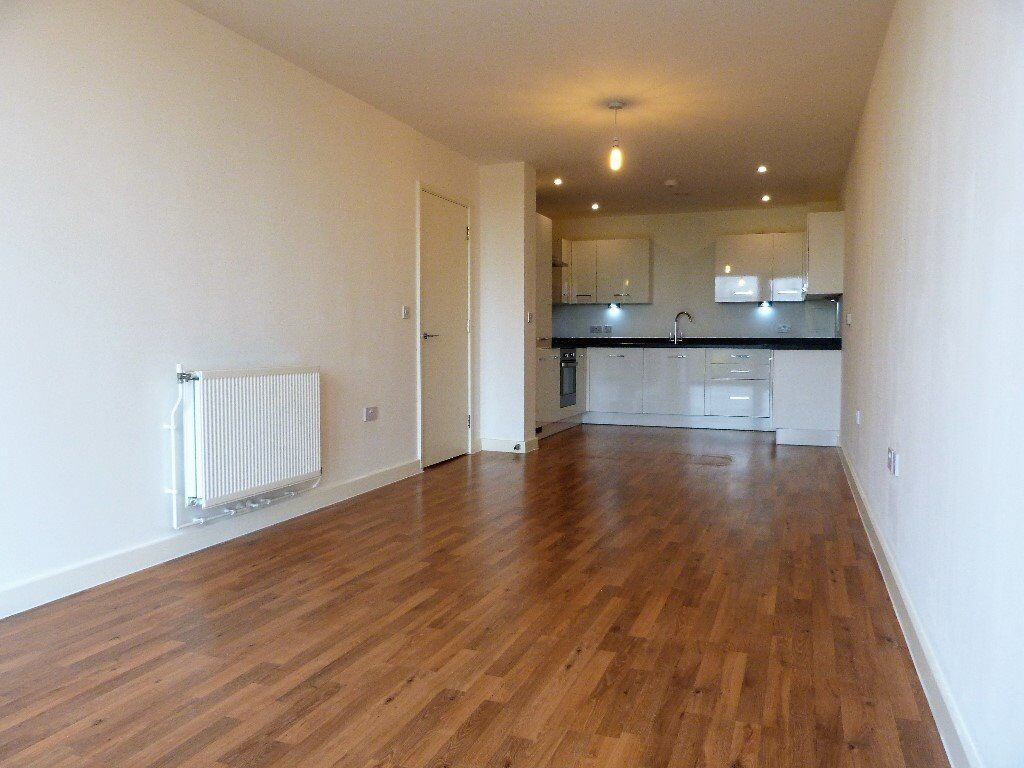 Huge two bed flat with underground parking. Shepherds Bush, W12