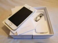Iphone 5s 16gb Mobile Phone in Silver - O2 - Boxed - Excellent Condition