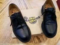Womens/girls Doc martens shoe