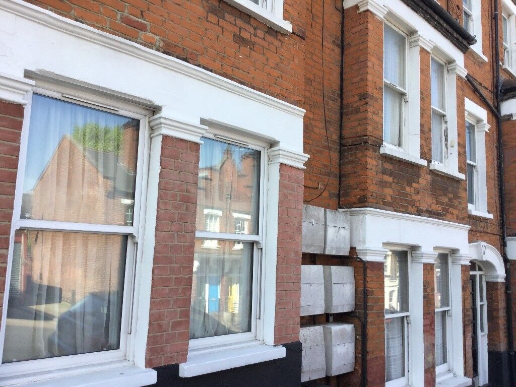 large modern furnished 2 double bedroom flat in