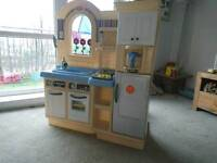 Little Tykes play kitchen and barbecue + accessories