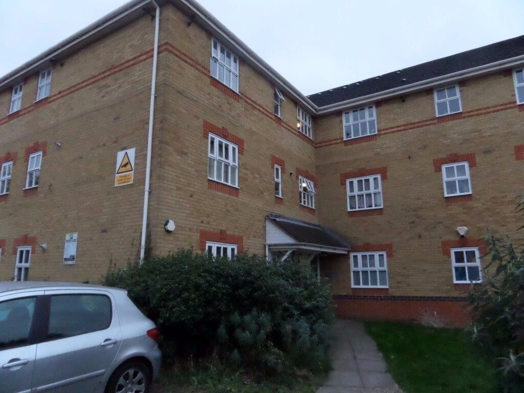 LARGE ONE BEDROOM FLAT IN BECKTON, NEAR CYPRUS STATION CALL NOW 02084719393