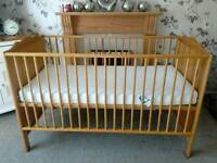 UNUSED MAMAS AND PAPAS COTBED WITH UNUSED MAMAS and papas mattress BARGAIN AT £45