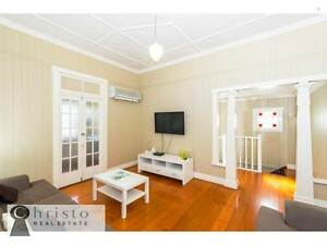 1ST WEEK FREE RENT - COZY QUEENSLANDER HOME IN A GREAT LOCATION!! Greenslopes Brisbane South West Preview