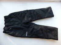 Kids (unisex) snow trousers, size 6 to 7 years, only worn once. Excellent condition.