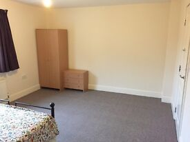 Large furnished double room in Hamilton, Leicester (LE5)