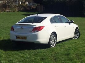 Stunning and reliable Insignia - selling to move abroad (2.0, recent MOT and full service)