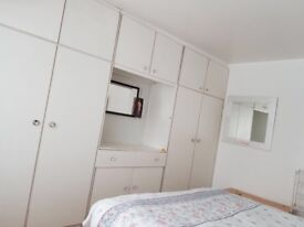 1 Double bright room for rent in Greenford Broadway