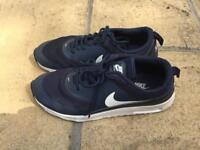 Size6 navy Nike Thea