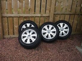 215/60/16 Pirelli Sotto Zero snow tyres on Ford fitment 5 stud steel wheels, and Ford trims