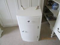 BOW FRONTED ART DECO STYLE BEDSIDE CABINET PAINTED LAURA ASHLEY COUNTRY WHITE