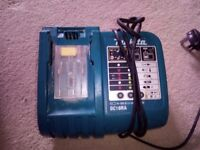 MAKITA 18V LITHIUM BATTERY CHARGER