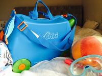 Trunki in Blue with blanket