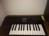 Korg Triton Taktile 25 Synthetizer, midi Keyboard and controller !