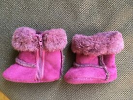 MAMAS AND PAPAS PURPLE BOOTEES 0-3 mths