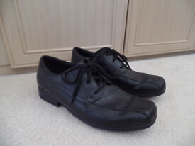 Clarks Lace Up Black Shoes boys/mens size 9.5 F As new (Back to School)