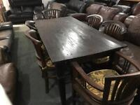 Stunning dinning table and 6 chairs