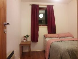 Fully furnished double room with double bed to rent