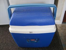 THERMOS 32L COOL BOX