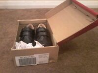 Kickers Boys Black Shoes Size 5 Child