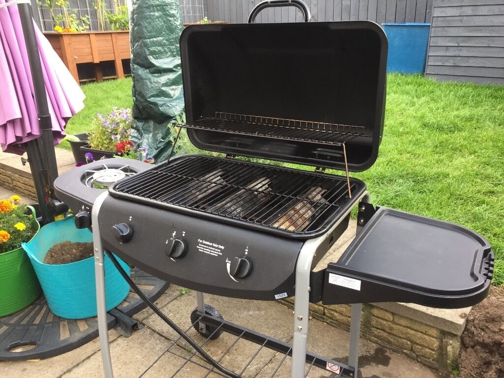 4 Burner Propane Gas BBQ with Side Burner (less than year old)