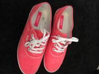Size 6 roxy trainers
