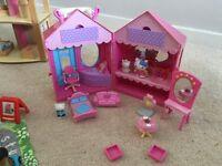 Hello Kitty Mini Dolls House