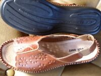 Sandals tan leather size 7