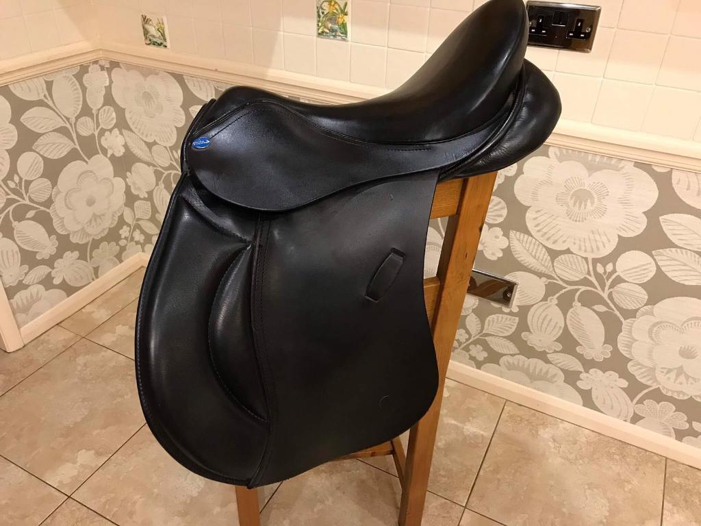 "GP Saddle 17"" Black Leather"