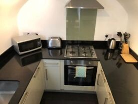 One bedroom available in Pimlico- 5/8 min walk to Pimlico station, furnished double room