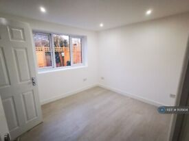 1 bedroom in Norbury Avenue, London, SW16 (#1101904)