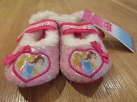 Childrens Disney Princess Slippers size 6/7 **Brand New**