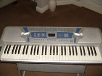 MAXIM KEYBOARD WITH STAND GOOD WORKING ORDER WITH MAINS ADAPTOR