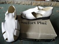 COMFORT PLUS LADIES SHOES SIZE 6 -- WHITE
