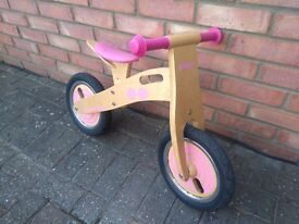 Wooden bike, pedal-less for toddlers