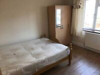 DOUBLE ROOM IN CENTRAL EAST - ZONE 1 - ALL PARTIES ARE AROUND THE CORNER *a*