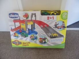 Chicco turbo team play set - garage with 2 cars suitable for child 2-3 years old.