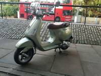 Piaggio vespa lxv 125 in mint condition . Limited edition